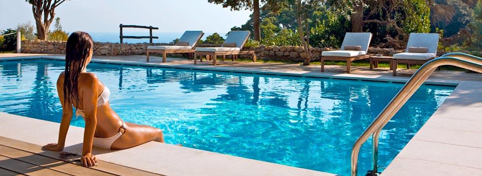 Decoración y mantenimiento de la piscina